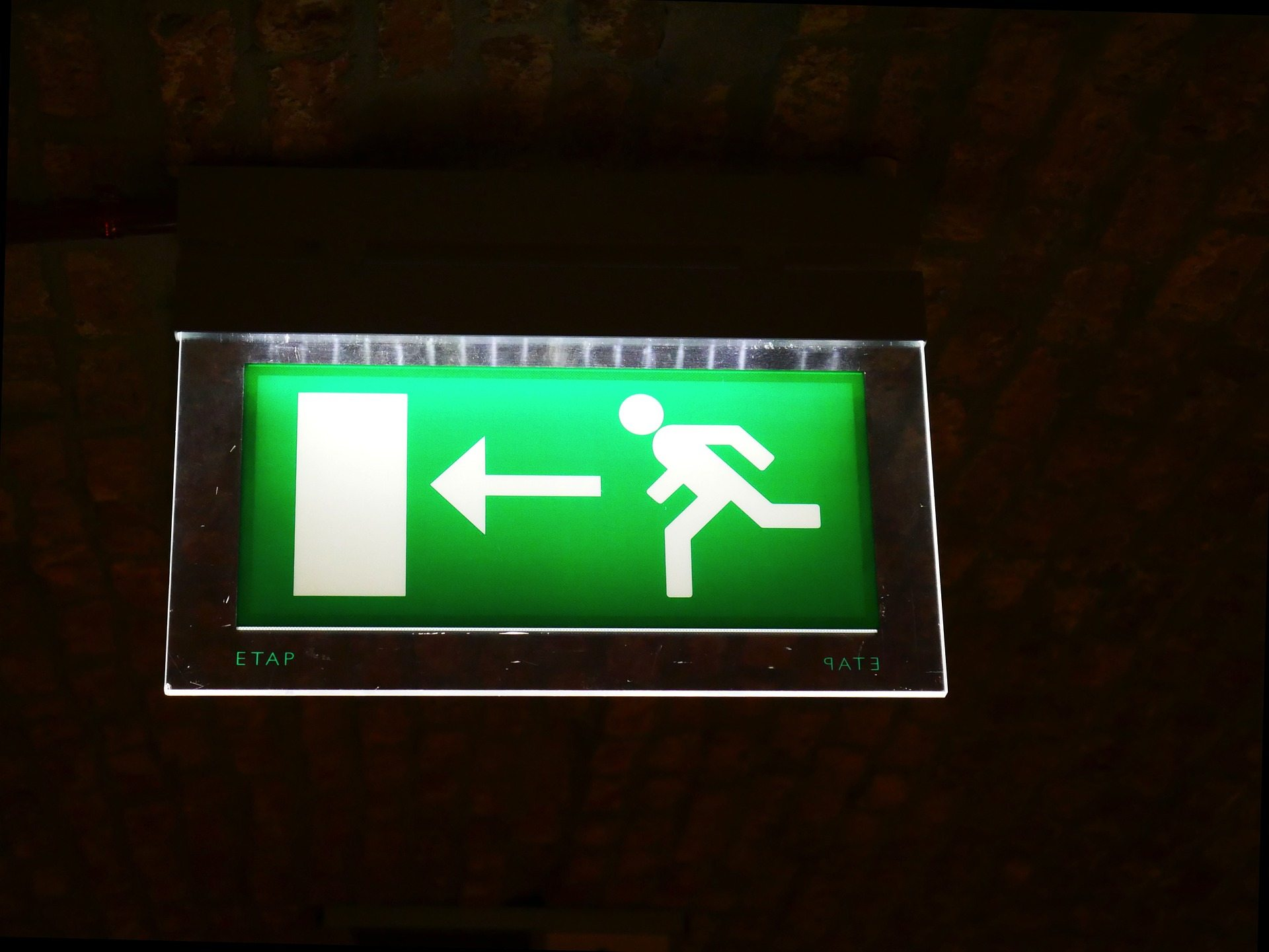 Safety plan Pixabay emergency-exit-954580_1920