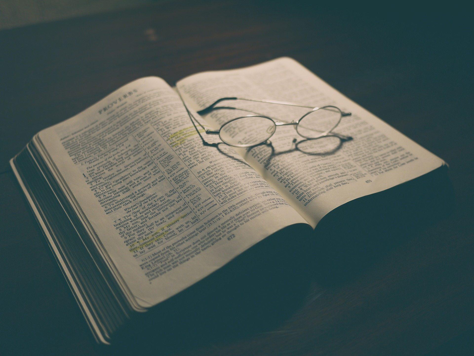 God instructs - Pixabay bible-1840002_1920