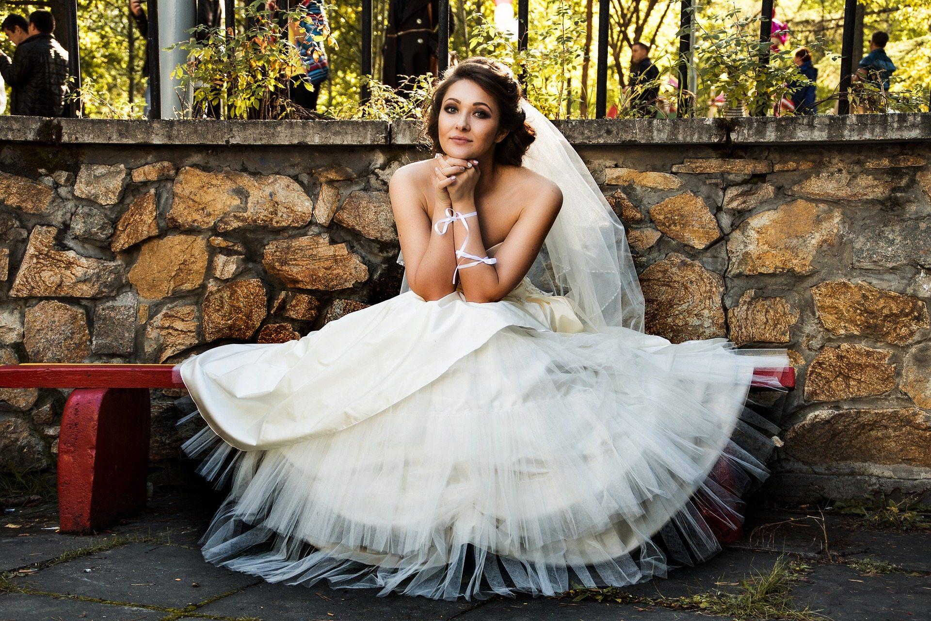 Pixabay bride-1822580_1920