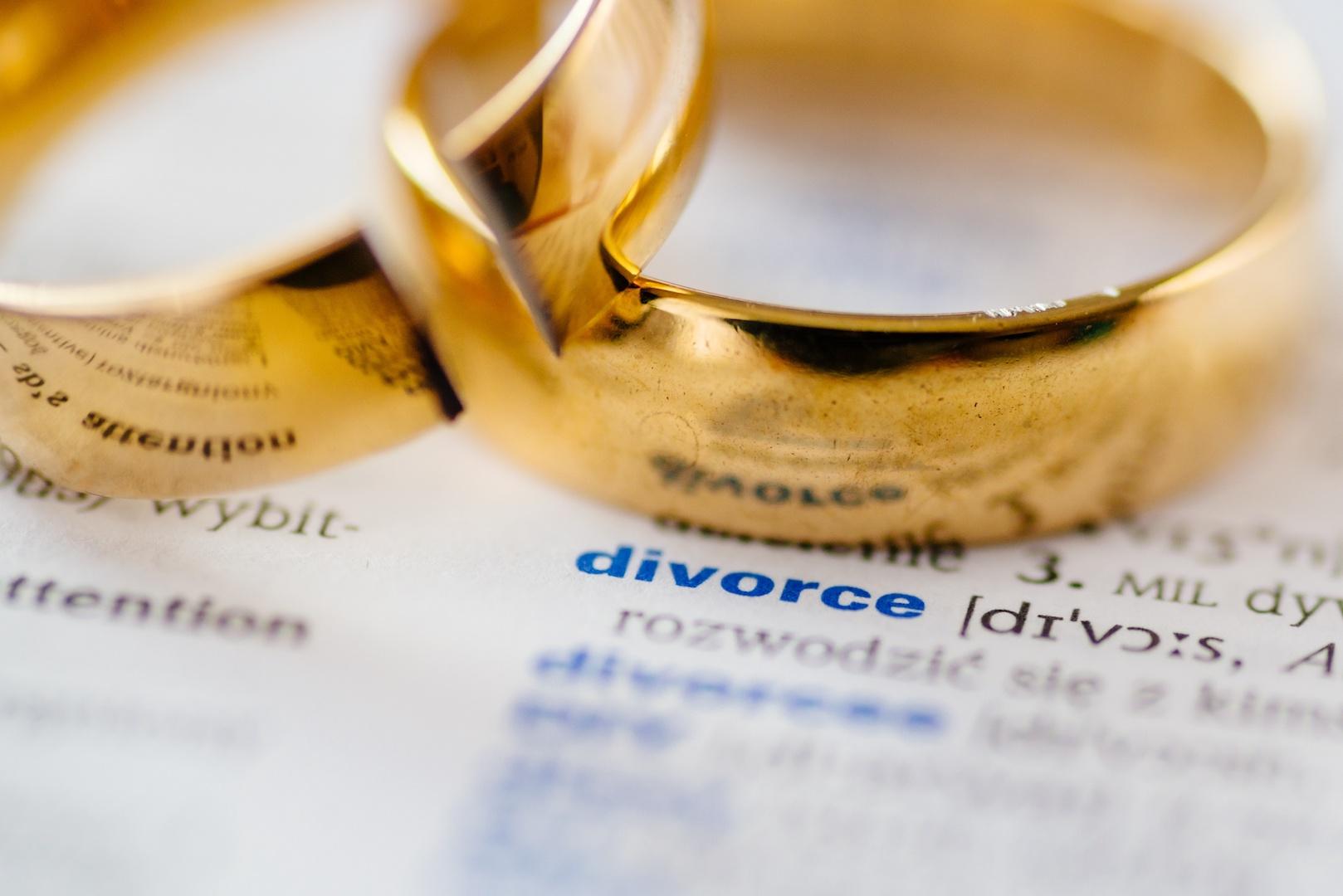 Top Ten Myths of Divorce - AdobeStock_231880428