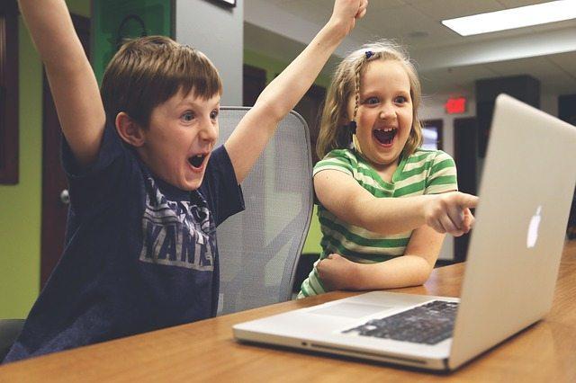 Occupying kids Pixabay children-593313_640