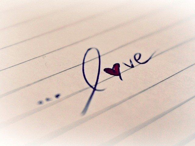 Language lessons Pixabay - love-771009_640