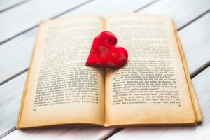 Open book Pixabay - heart-792080_640