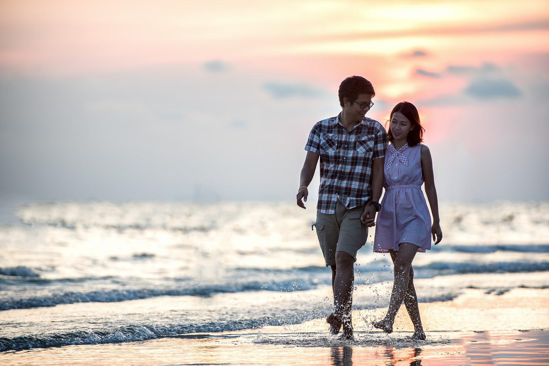 Spending time together - Pixabay romance-1822585_1920