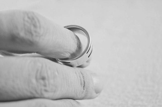 Thinking Twice Considering Divorce - Pixabay hand-83079_1280