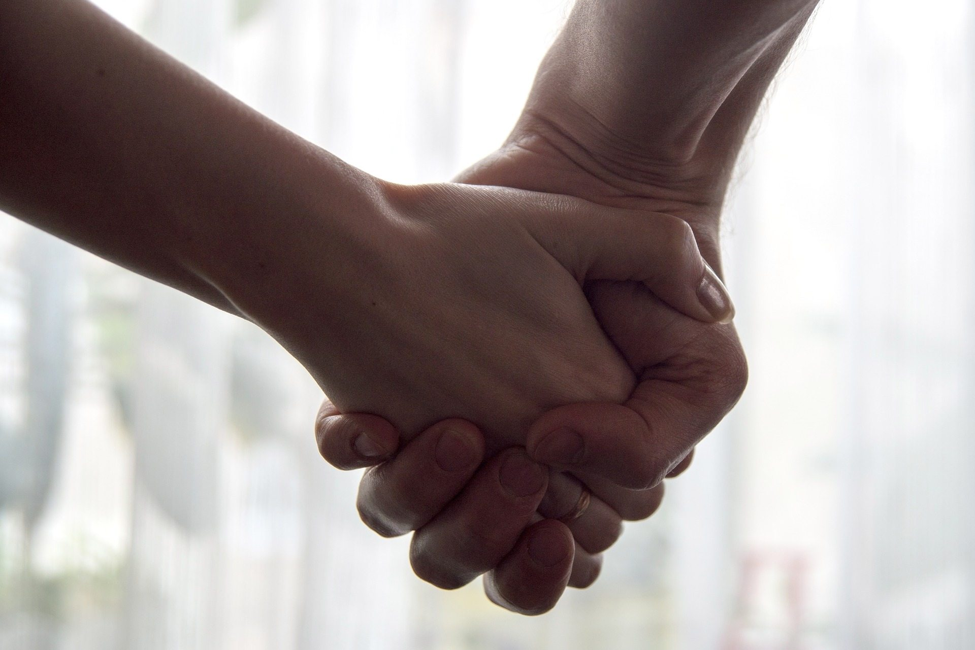 Change marriage for better - Pixabay hands-2802891_1920