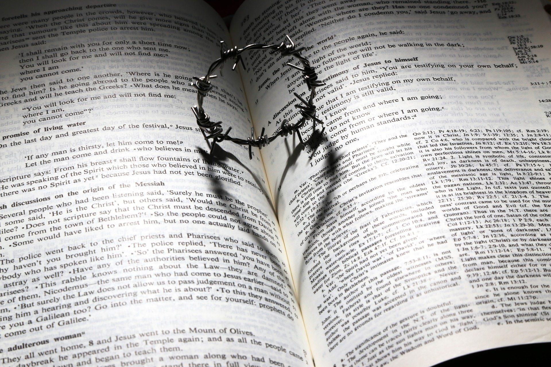 Sacred marriage Pixabay love-699480_1920