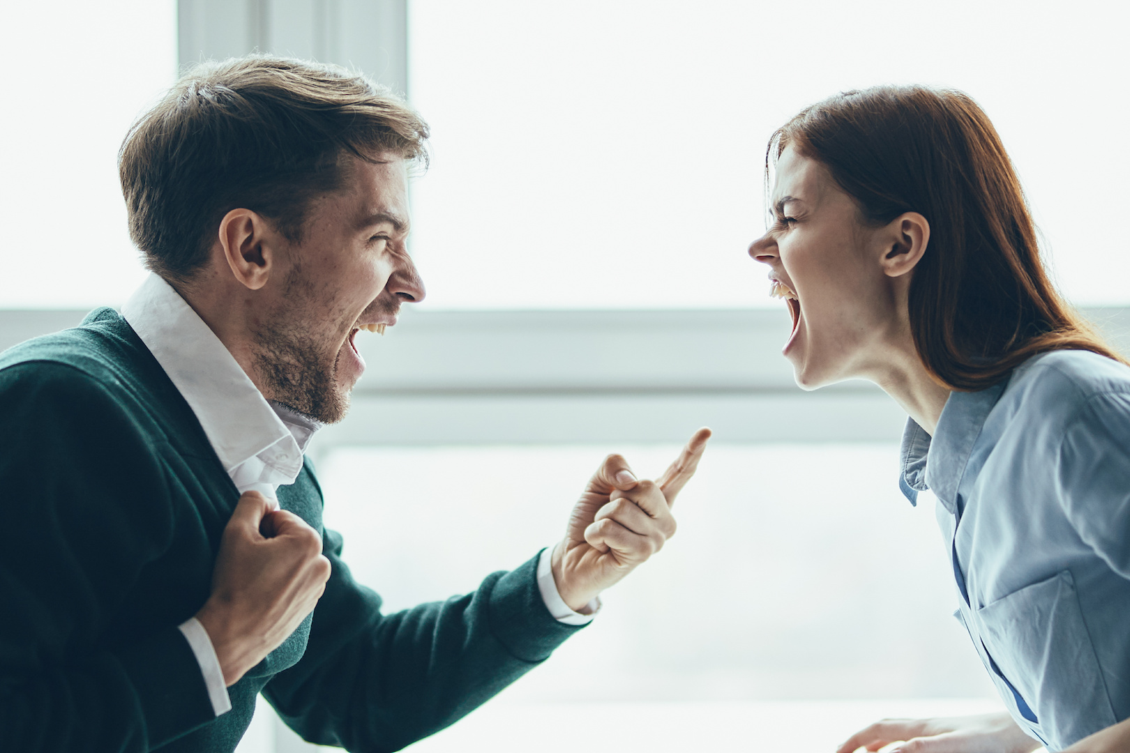 Yelling Shuts Down - AdobeStock_308627563