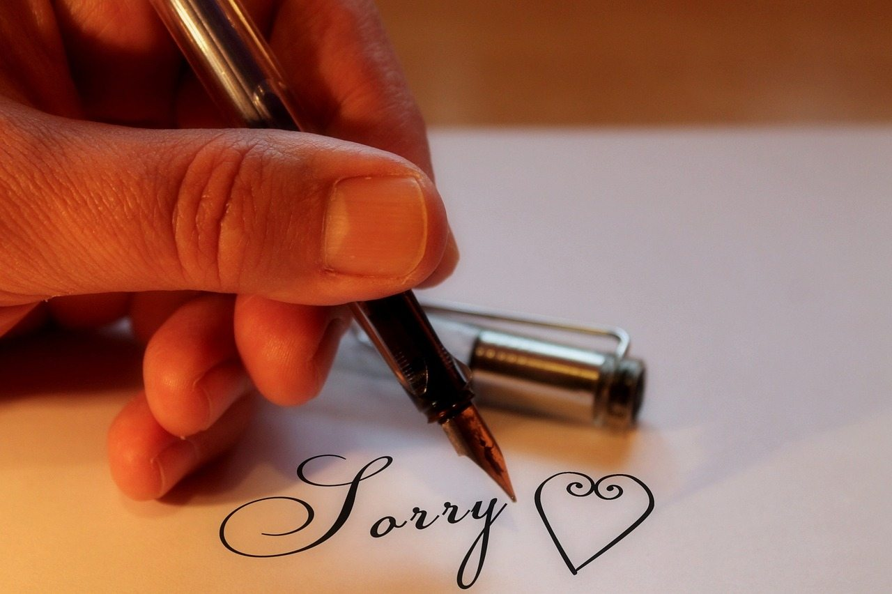 Apologizing Pixabay love-1139688_1280