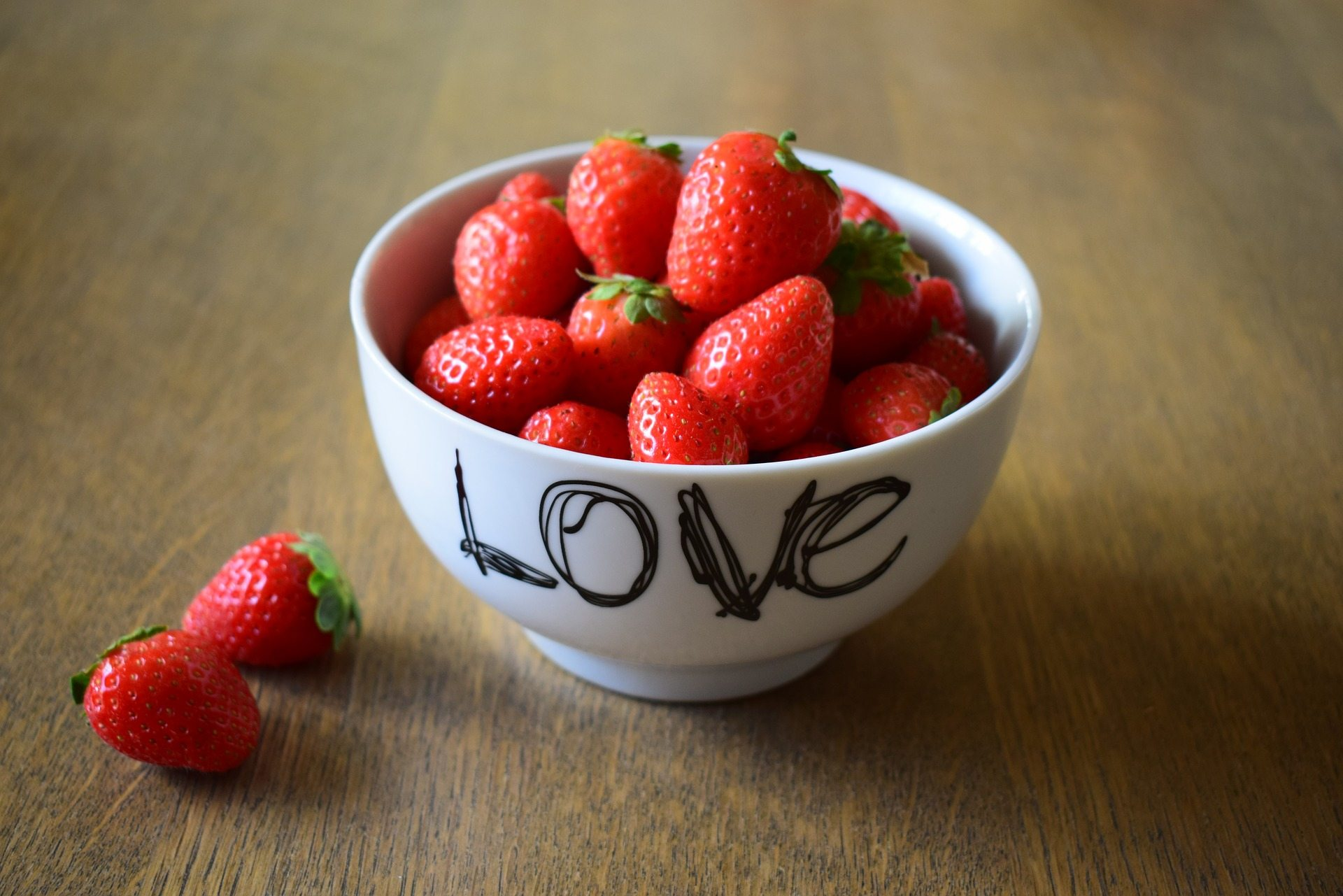 Showing love - Pixabay strawberries-1710108_1920