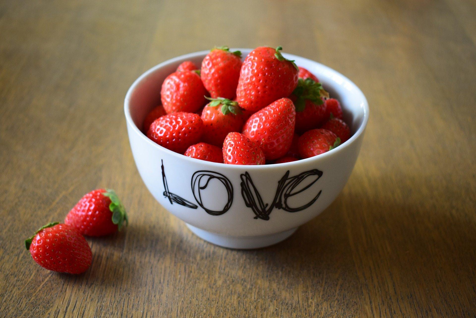 Showing love - Pixabay strawberries-1710108_1920