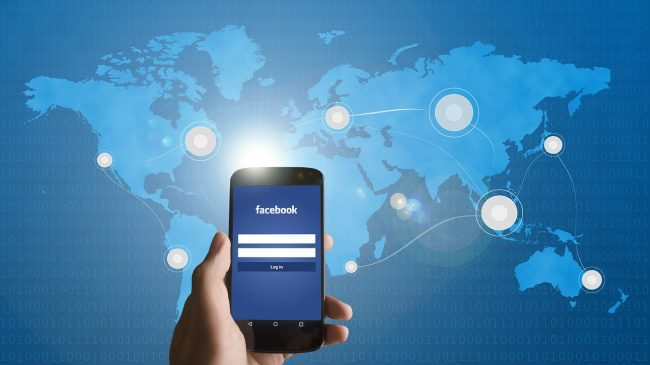 Facebook Pixabay smartphone-586903_1280