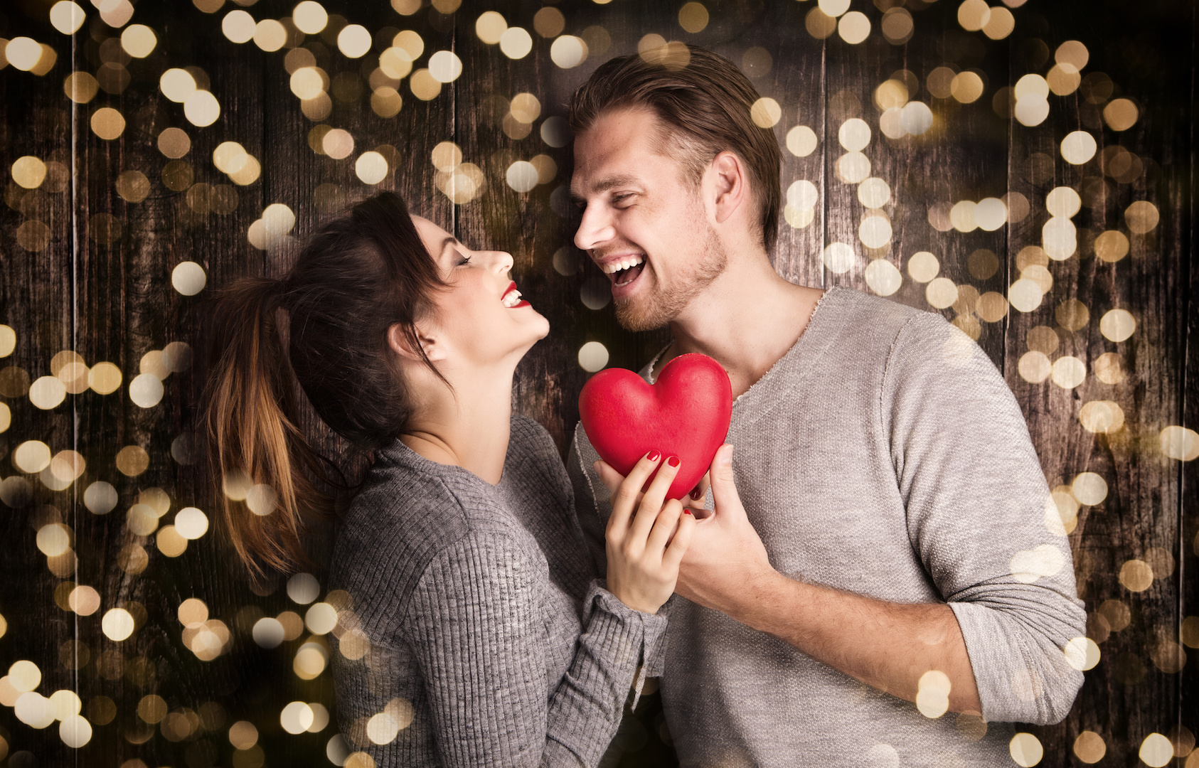 Romantic gestures - AdobeStock_75465206