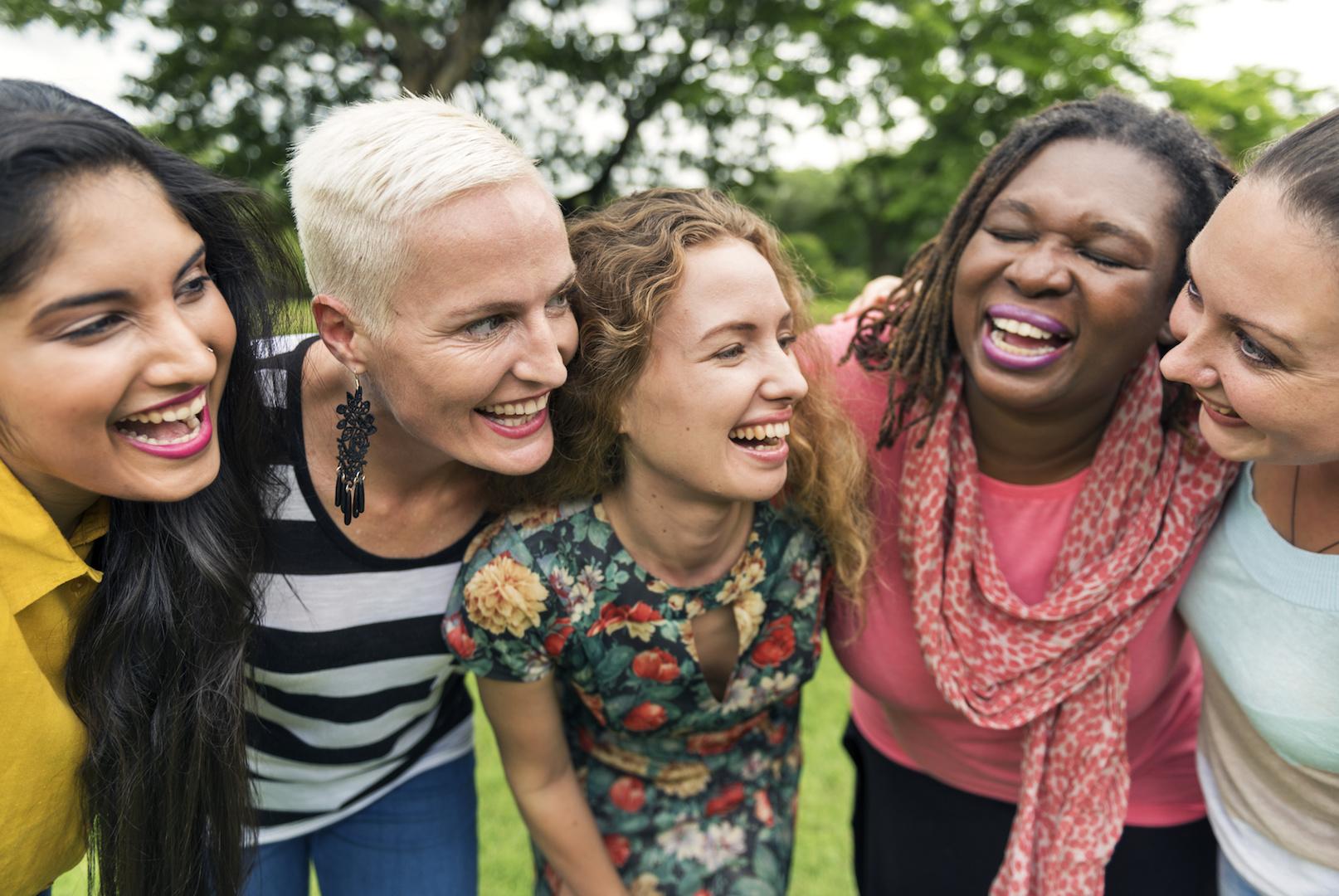 Married Women Links - AdobeStock_176690065