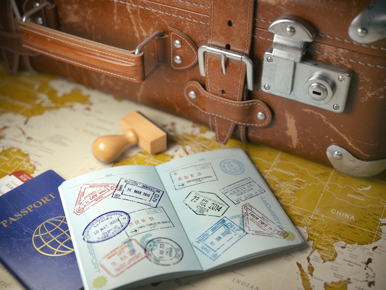 Husbands Travel - AdobeStock_135811325